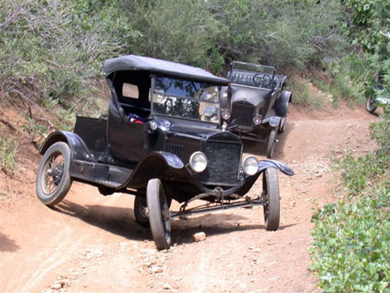 Lots of suspension travel for early roads but, by the 1930s, something more sophisticated would have been nice. image : precisioncarrestoration.com