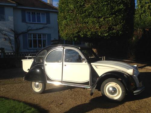 1988 Citroen 2CV black and cream