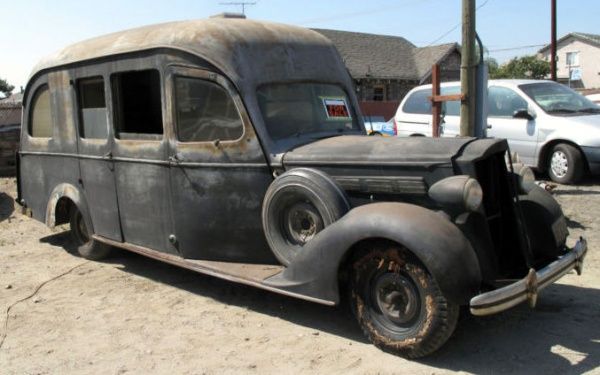 1935 Packard Motorhome - image : barnfinds.com