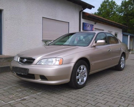 That´s a characteristically German sort of background. 2000 Acura TL 3.2: source.