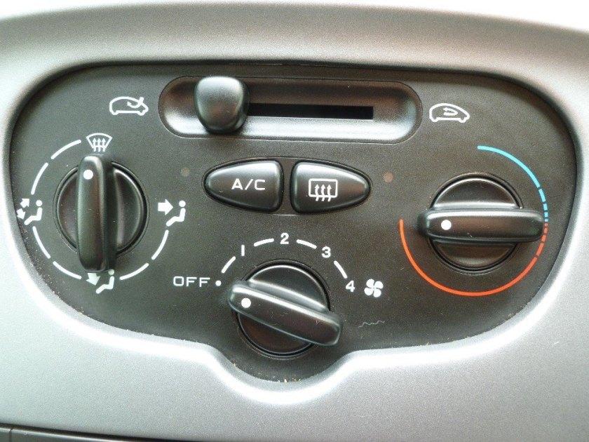 That Citroen Xsara Picasso HVAC control up close.