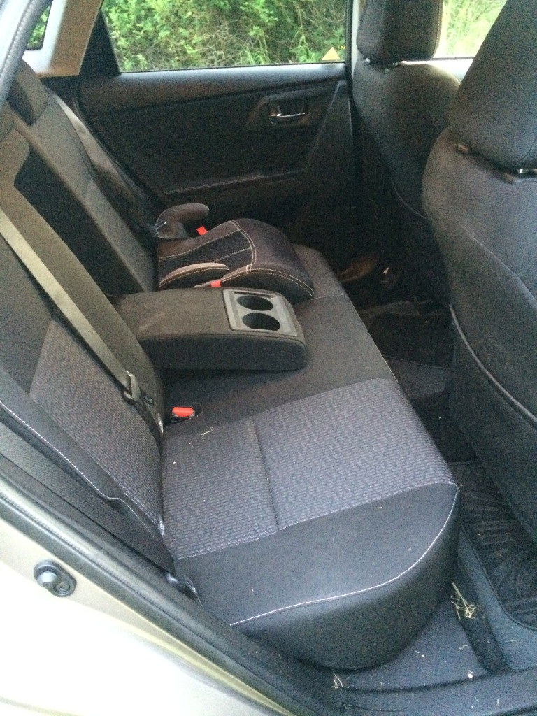 2016 Toyotao Auris rear compartment