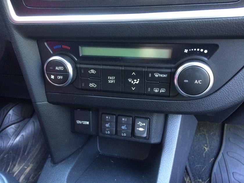 2016 Toyota Auris HVAC panel. Standard, bad.
