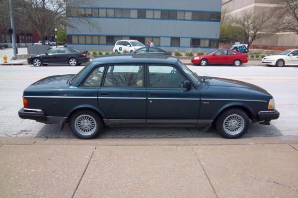 1993 Volvo 240: curbside classics