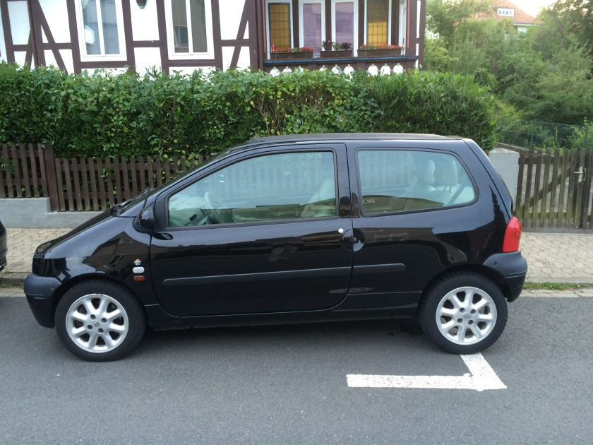 2000 Renault Twingo Initiale: little black number.