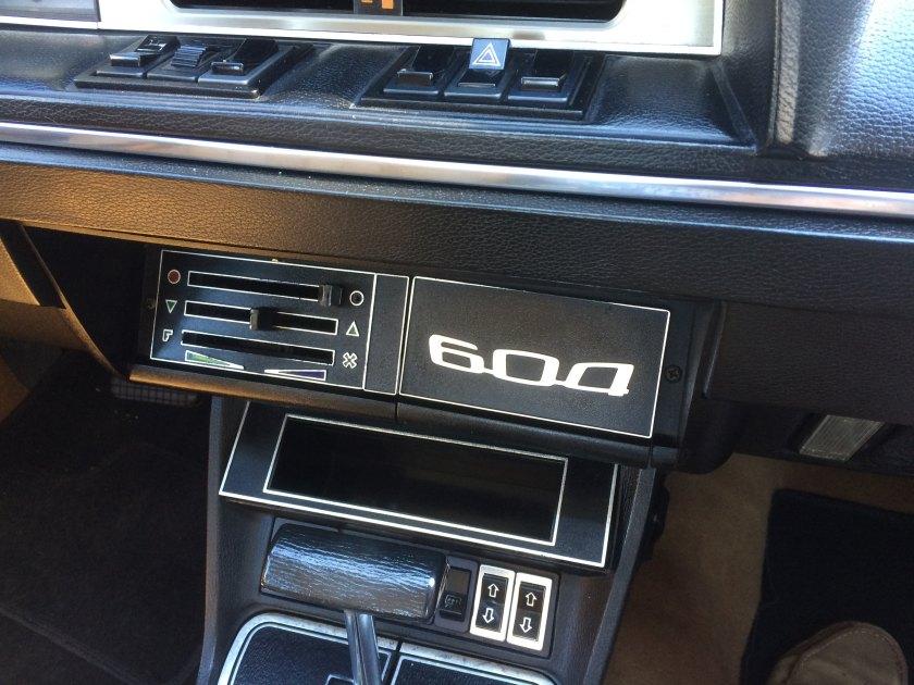 aPeugeot604 front console detail