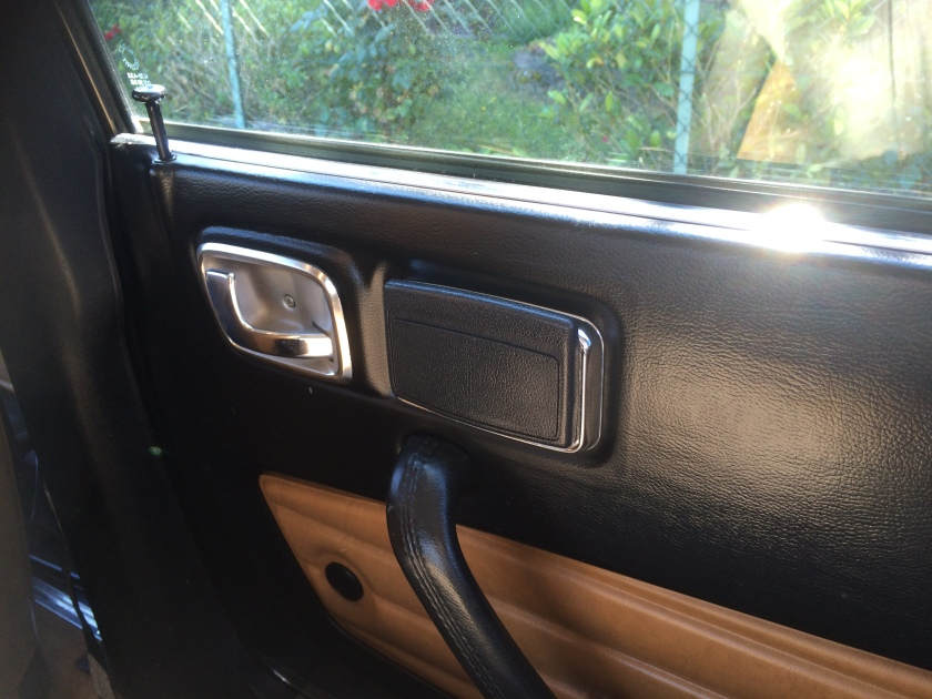 1975 Peugeot 604 passenger door ashtray