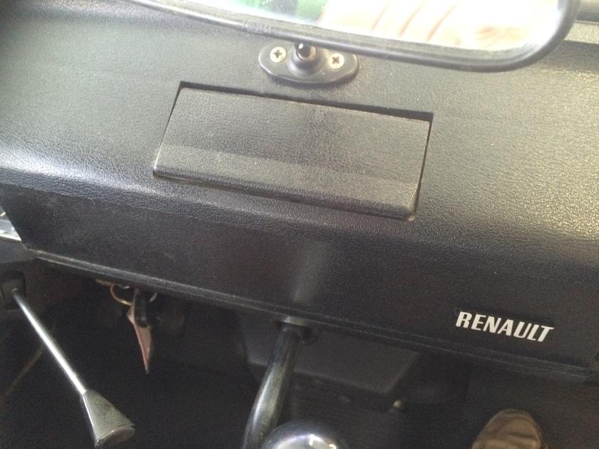 Renault 4 ashtray- closed.