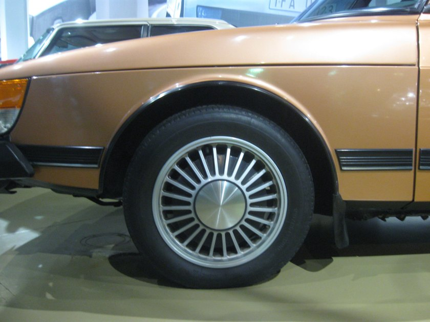 1989 Saab 900 wheel: photo by RH
