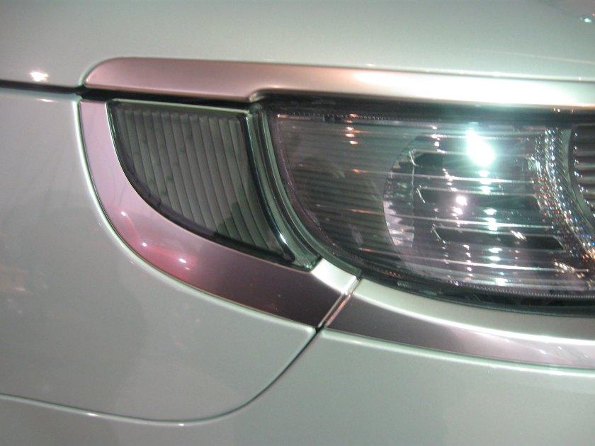 2005 Saab 9-5 headlamp detail: image by RH