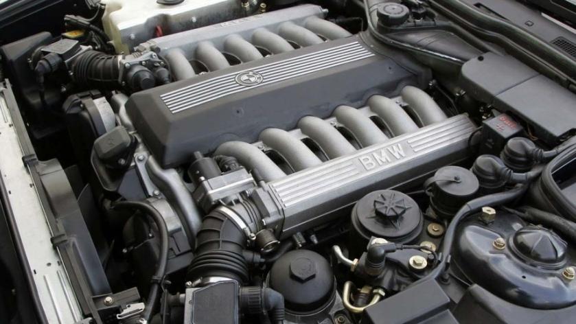 BMW's 5.0 litre, 300 bhp V12. Image: piximus