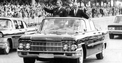Brezhnev in ZIL-111d - image : rusmed-forever.ru