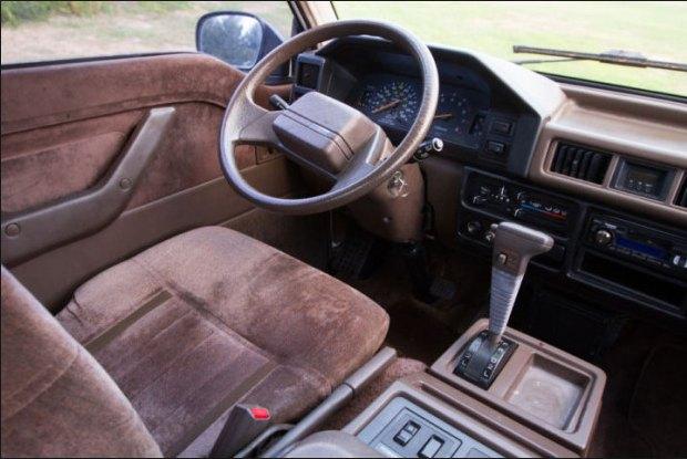 1989 Mitsubishi L300 interior: source