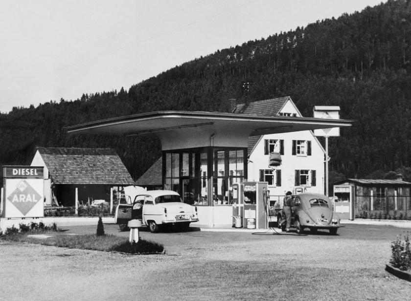 Mushroom-type petrol station, undated: source
