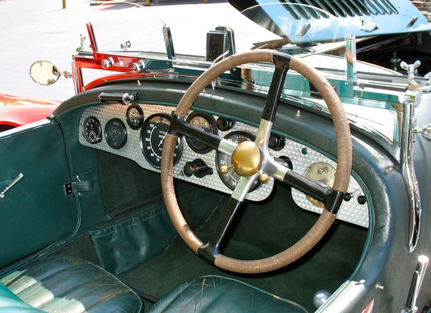Erogonom ... what? 4½ Litre Bentley dashboard - image : carguychronicles.com