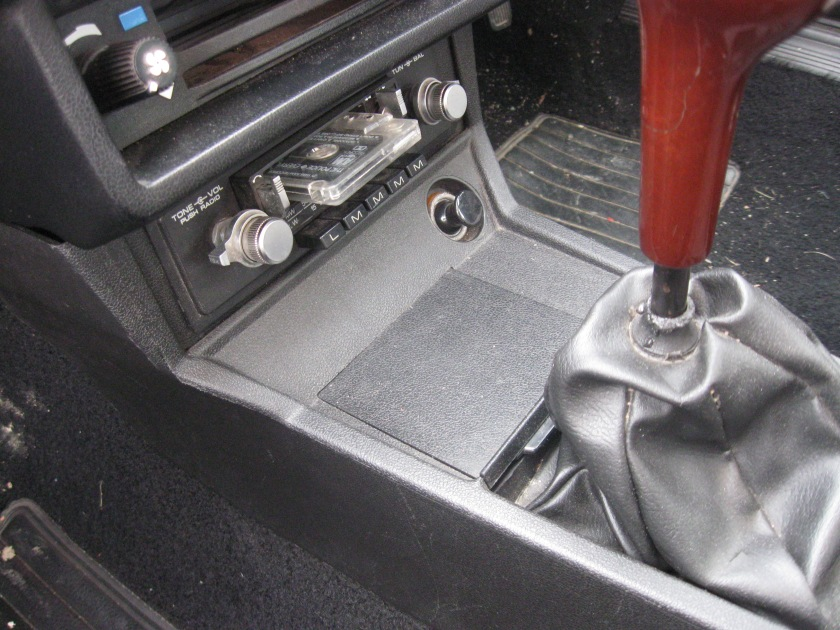 1982 Alfa Romeo Giulietta 1.8 ashtray open