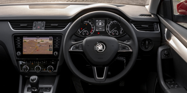 skoda-octavia-estate-dash carwow