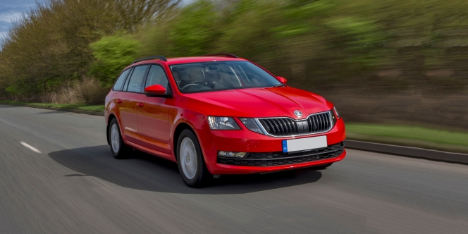 skoda-octavia-estate-front three quarter carwow