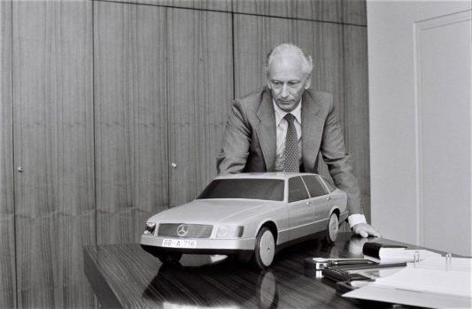 Ein Mobil und sein Promotor: Das Forschungsfahrzeug Mercedes-Benz Auto 2000, im Jahr 1981 präsentiert, entstand unter Werner Breitschwerdt als Entwicklungs- und Forschungsvorstand.